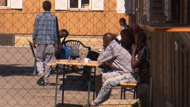 Menschen im Asylzentrum