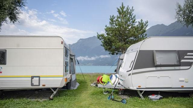 Camper am See.