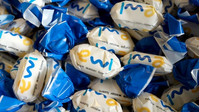 Bonbons mit der Aufschrift «ewl»