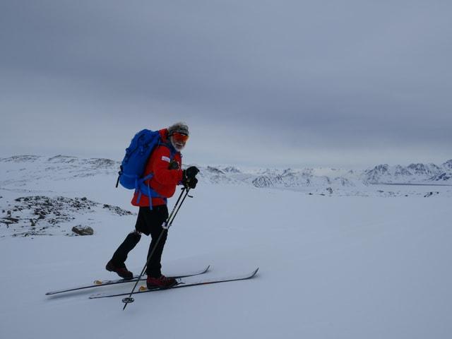 Rey Keller auf seinen Skis.
