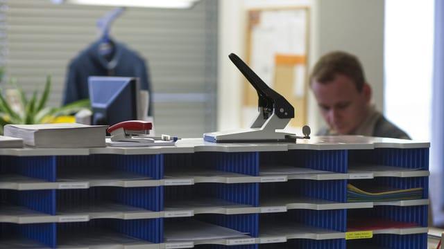 Bürogestell mit Fächern
