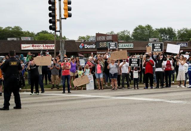 Menschenmenge am Strassenrand