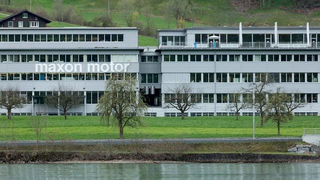 Ansicht des Hauptsitzes der Firma Maxon Motos in Sachseln.