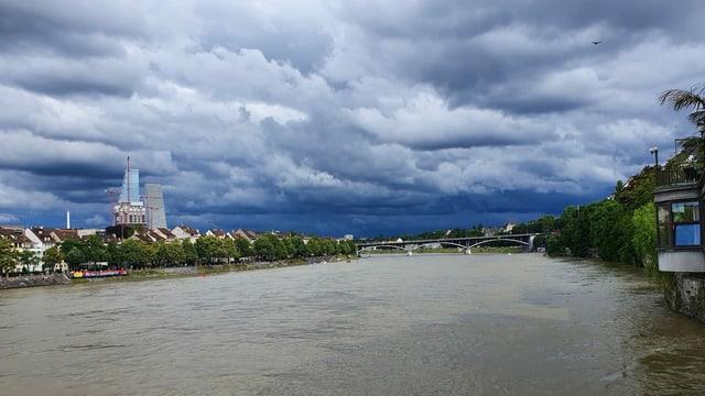 Über den Rhein zogen nicht nur am 24. Juni dicke Regenwolken.