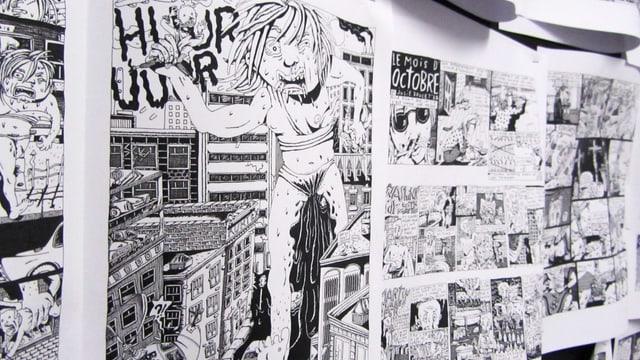 Schwarzweiss-Comic: Monster-Frau rennt durch eine Stadt.