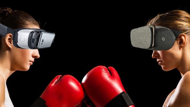 Zwei Frauen stehen sich in Boxhandschuhen gegenüber, sie tragen beide eine VR-Brille.