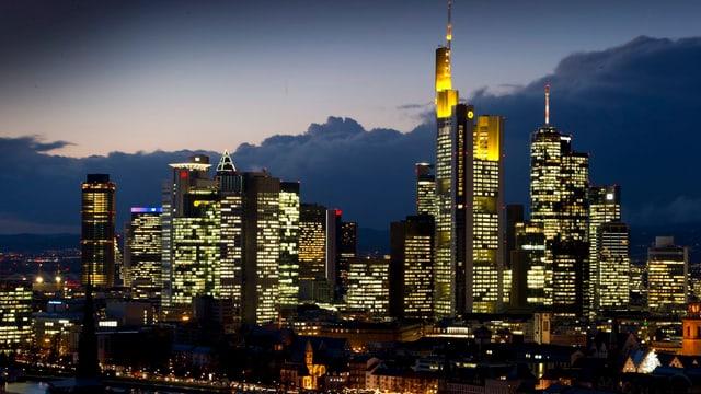 Symbolbild: Skyline von Frankfurt, dem Finanzzentrum Deutschlands.