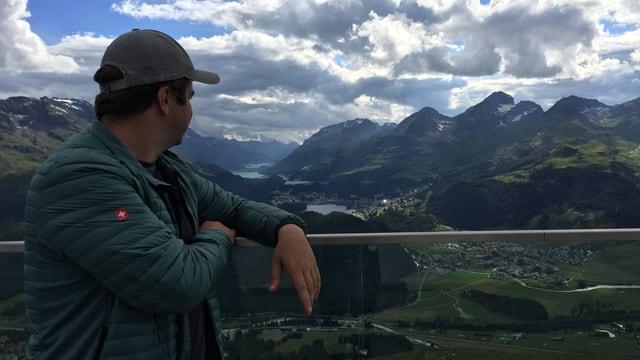 giauda la bella vista suenter la tura da l'alp Languard enfin a Muottas Muragl.