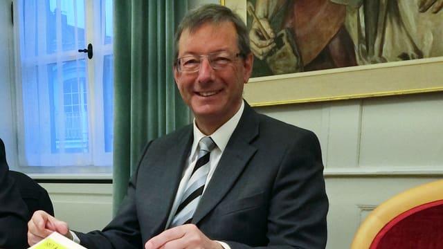 Hat gut lachen: Der Urner Finanzdirektor Josef Dittli kann ein Plus in der Rechnung vorweisen.