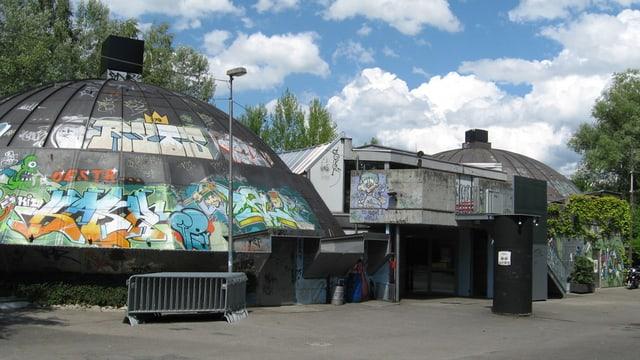 Blick auf die zwei Gebäude des Gaskessels in Bern