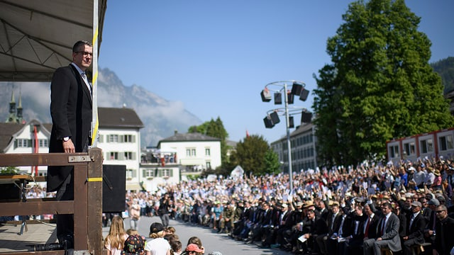 "Ina foto da la ""Landsgemeinde"" da Glarus."