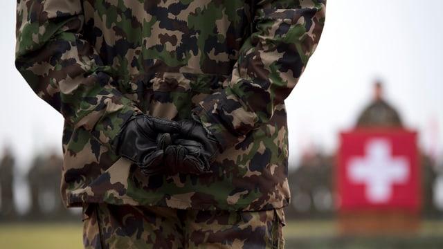 Militars da professiun e guardia cunfins duain pudair ir en pensiun pir cun 65 onns.