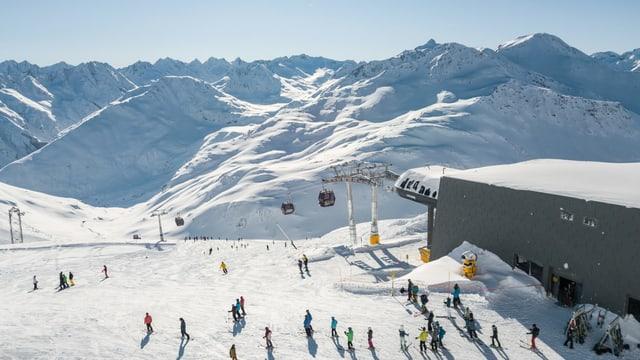 Purtret da l'arena da skis ad Andermatt.