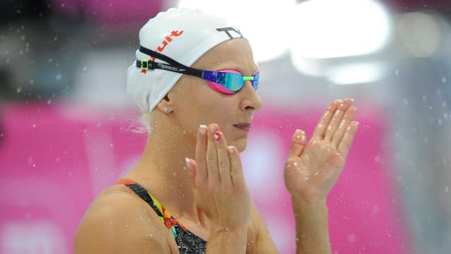 Maria Ugolkova macht sich warm vor dem Start.