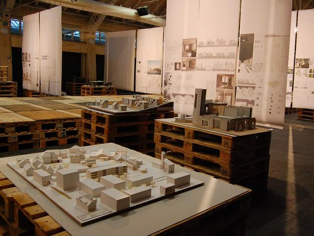 Modelle und Pläne in der Ausstellung in Langenthal