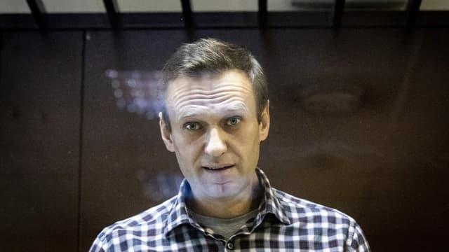 Nawalny bei seinem Prozess.