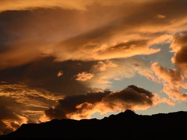 Goldene Wolken