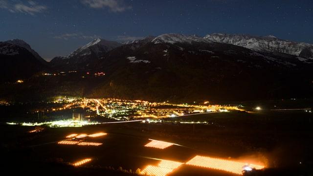 Frostkerzen leuchten in der Nacht