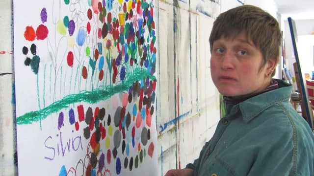 Kreativ im Creahm (1/3): Silvia von Niederhäusern malt Rundes