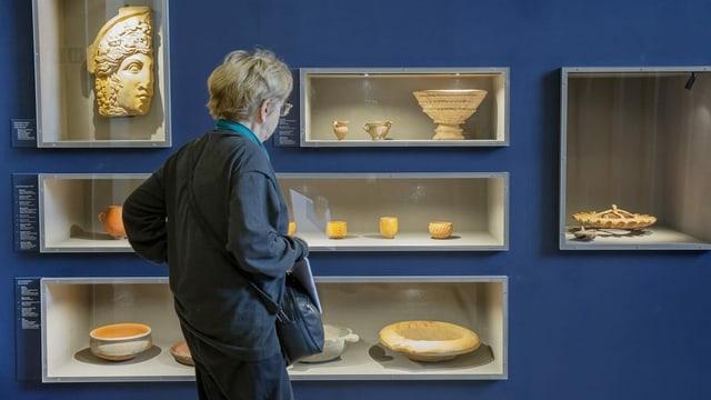 persuna en museum istoric.