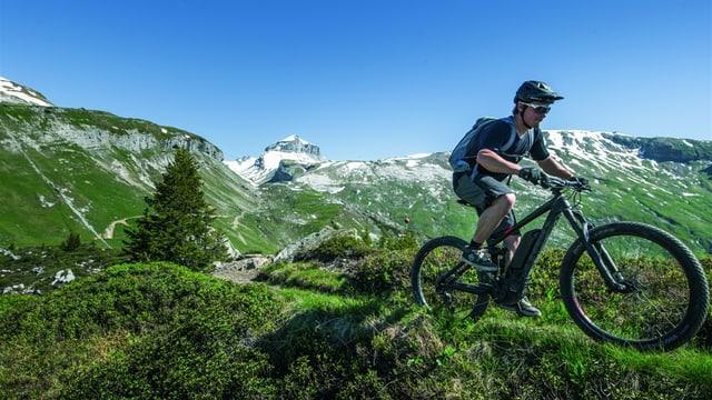 E-Biker im Gelände