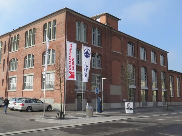In einer alten Fabrikhalle ist nun ein Kulturzentrum.