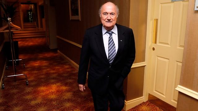 Joseph Blatter in einem Hotel.