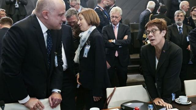 Nato-Treffen in Brüssel: Estlands Verteidigungsminister Juri Luik mit dem französischen Amtskollegen Florence Parly und der deutschen Amtskollegin Annegret Kramp-Karrenbauer.
