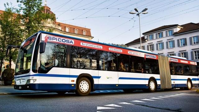 Ein Bus der Zugerland Verkehrsbetriebe