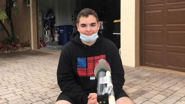 Logan Rubinstein vor dem Haus seiner Eltern in Parkland, Florida.