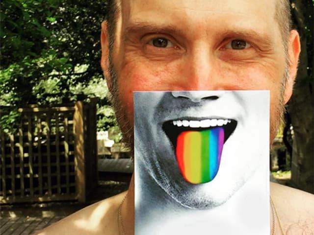 Bildcollage: Film-Director David Thorpe mit regenbogenfarbigen Zunge