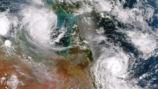 Die Wirbelstürme «Lam» und «Marcia» auf einem Satellitenbild.