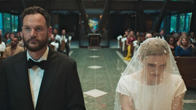 Mann und Frau vor dem Traualtar