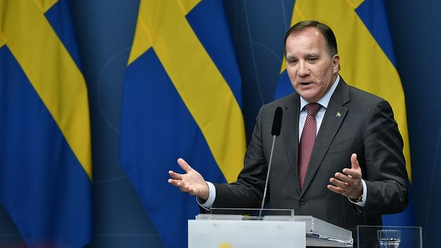 Schwedens Ministerpräsident Stefan Löfven am Podium.