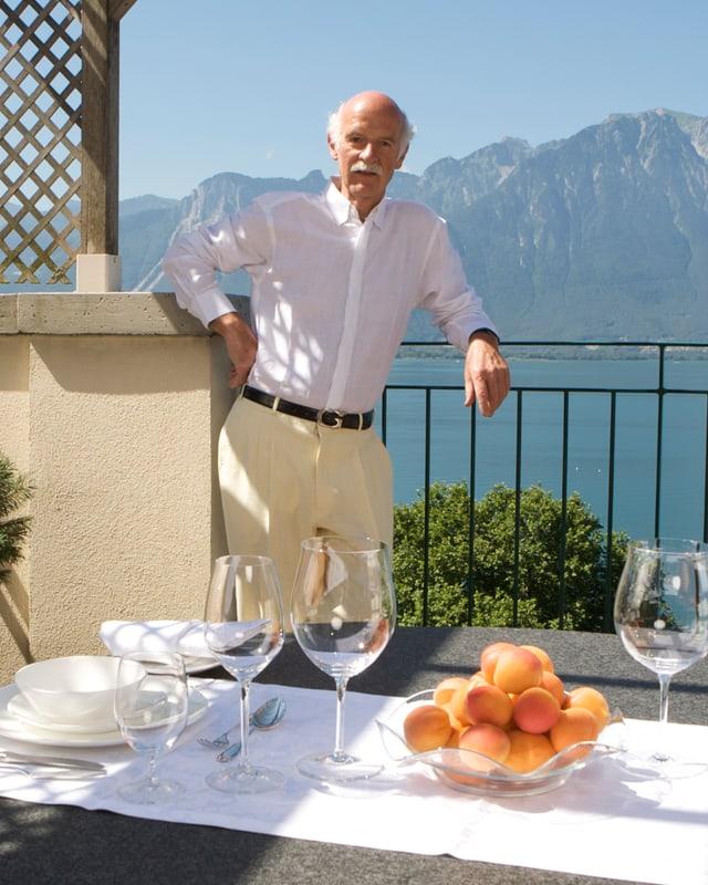 Anton Mosimann auf seinem Balkon in Montreux