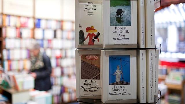 Diogenes-Bücher in einer Buchhandlung.