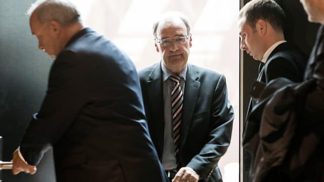 Bundesrat Parmelin verlässt den Raum nach seiner Anhörung bei der Geschäftsprüfungskommission des Ständerates.