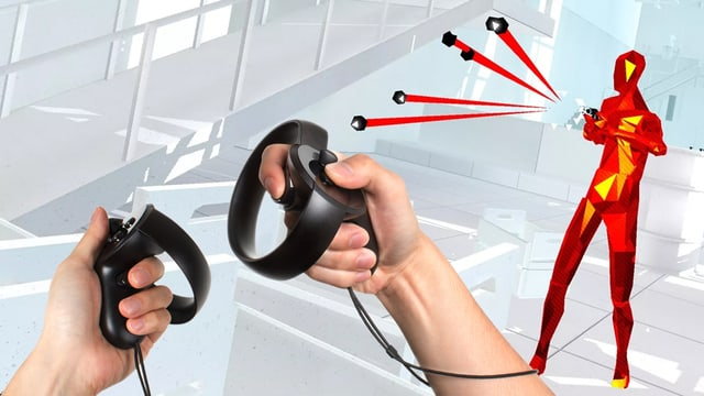 Der Screenshot eines Virtual-Reality-Games, in den zwei Hände hineinmontiert wurden, die Oculus-Touch-Controller halten.