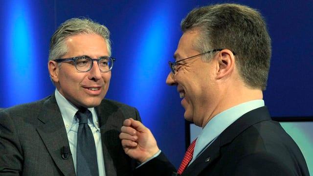 Die beiden Tessiner Ständeräte Fabio Abate und Filippo Lombardi stehen lachend nebeneinander.