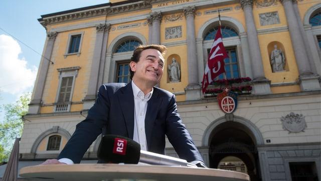 Marco Borradori wartet auf die Resultate der Wahl.