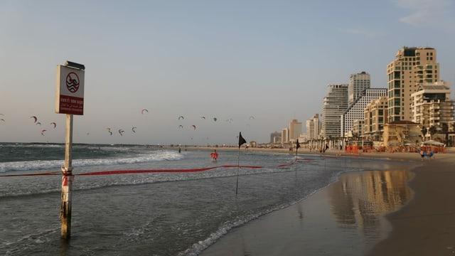 Geschlossener Strand in Tel Aviv