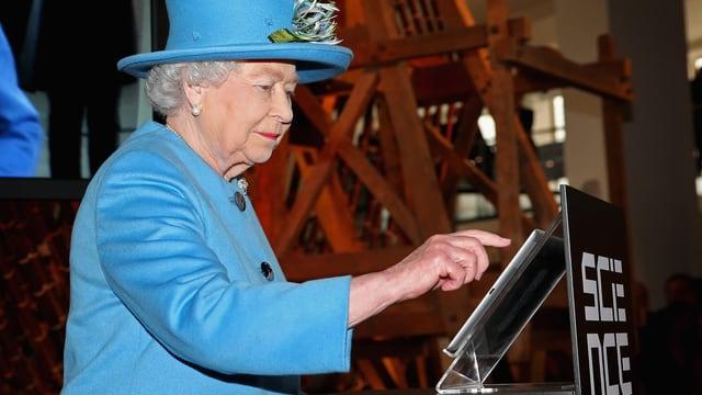 Die 88-jährige Queen Elisabeth II. setzt einen Tweet ab – ihren ersten.