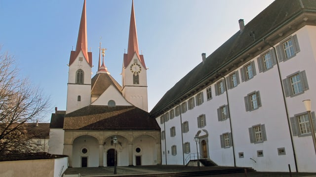 Aussenansicht des Klosters in Muri.