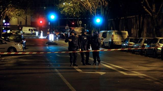 In weiten Teilen der Stadt sind die Strassen von der Polizei abgeriegelt.