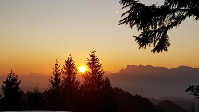 Sonnenaufgang vom Napf aus betrachtet