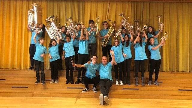 Foto da gruppa cun la musica da giuvenils Brassorama.