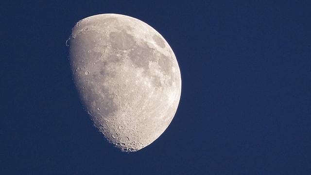 Weshalb hat der Mond zwei Seiten?