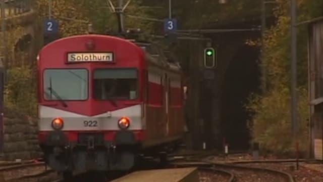Solothurn-Moutier-Bahn bei Einfahrt in Tunnel