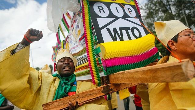 Demonstranten protestieren gegen WTO