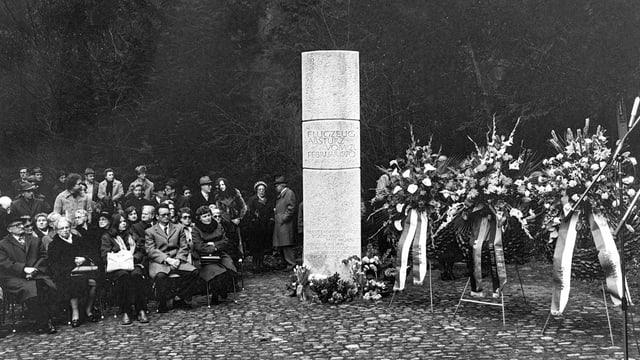 foto nair ed alv, monument da Würenlingen, sanester sesa glieud, dretg èn ils cranzs da condolenza